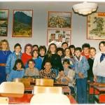 ГЕНЕРАЦИЈА 1975. СА РАЗРЕДНОМ НАСТАВНИЦОМ ЕНГЛЕСКОГ ГОРДАНОМ ТРИЧКОВИЋ